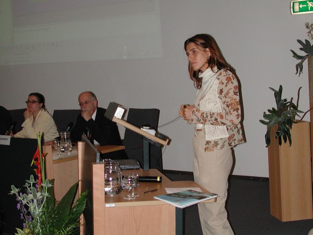 Vittoria Baraldini durante un congresso